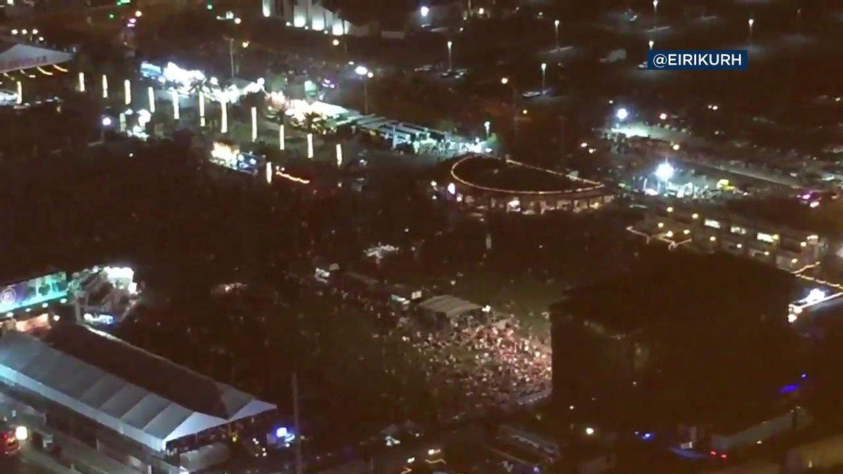 #BREAKINGNEWS Las Vegas police responding to report of active shooter at Mandalay Bay casino https://t.co/8eKIeblhSj