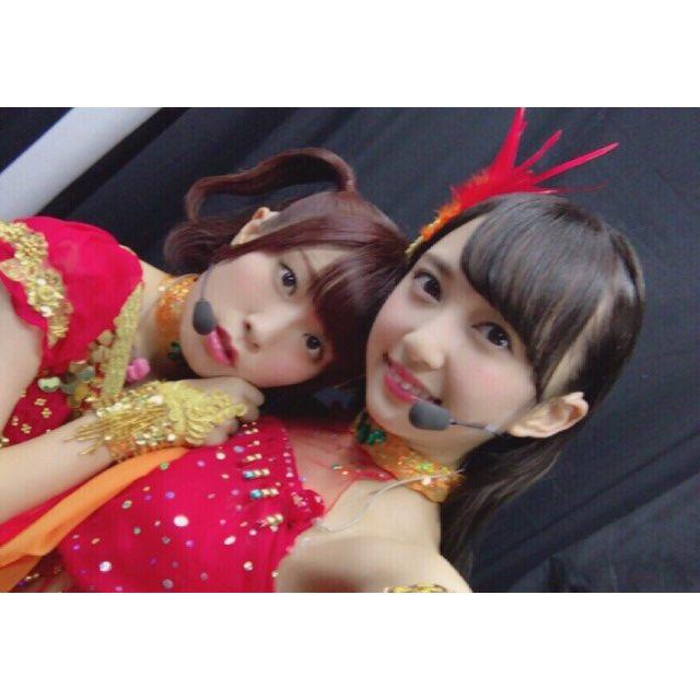 お姉ちゃんとの『真夏は誰のモノ』 衣装も赤い太陽のドレスで。。。  オーレイッ  #黒澤姉妹