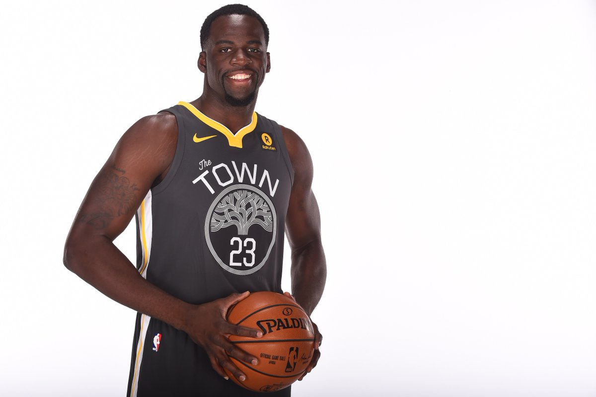 ICYMI: Ben Wallace presented Draymond Green with 2016-17 Defensive Player of the Year trophy   ➡️ MORE: https://t.co/u559aOw9vs