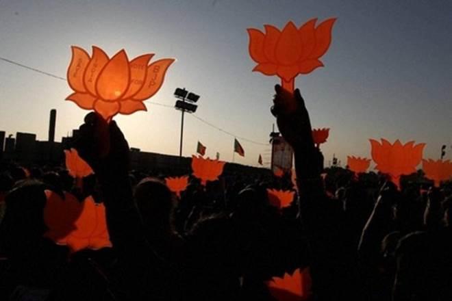 Former #BJD legislator Ashok Kumar Panigrahi joins #BJP, likely to contest #bypolls https://t.co/CACQfhTqz0