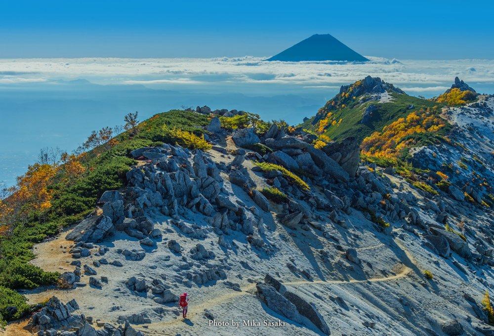 2017/10/01 南アルプス・鳳凰三山へ行ってきました。 夜11時から朝9時過ぎまで移動と撮影を繰り返していたため、かなり疲れましたが、この日に行くことができて本当に良かったですっ♪ #富士山 #紅葉 #fujidelic