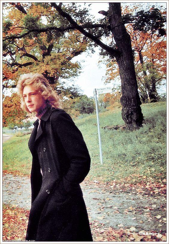 すっかり秋めいてきたので、紅葉に映えるエレガントな黒のコート姿の美青年ビョルン・アンドレセン(映画「ベニスに死す」出演)でおやすみなさい。☆*God natt! ★。・* Björn Andrésen
