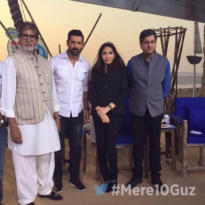 Had a great discussion with @Srbachchan and @Vikramchandra on #Mere10Guz #Cleanathon https://t.co/MrwDS5IEud https://t.co/y6Ur6PXuza