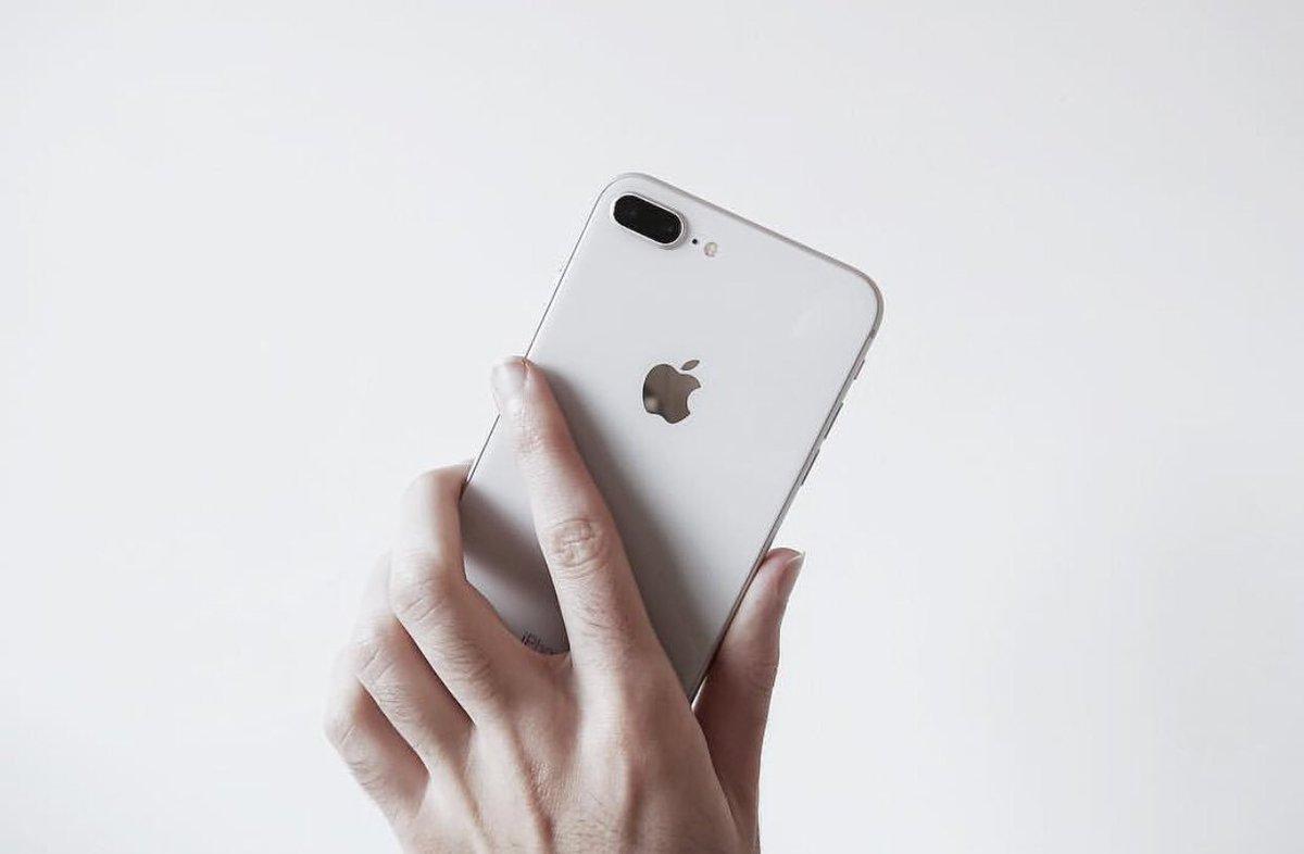 """277a22bb8 صالح الكناني ♛ ar Twitter: """"اللون الابيض مع الفضي في #آيفون8 هو أجمل لون  واحسه متناسق مع جميع منتجات #آبل 😍♥ فخامة… """""""