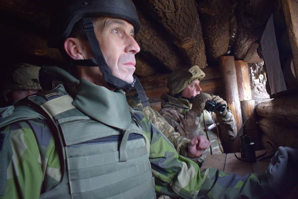 Главнокомандующие ВС Украины и Королевства Швеция посетили один из районов АТО, - Кабмин - Цензор.НЕТ 4525