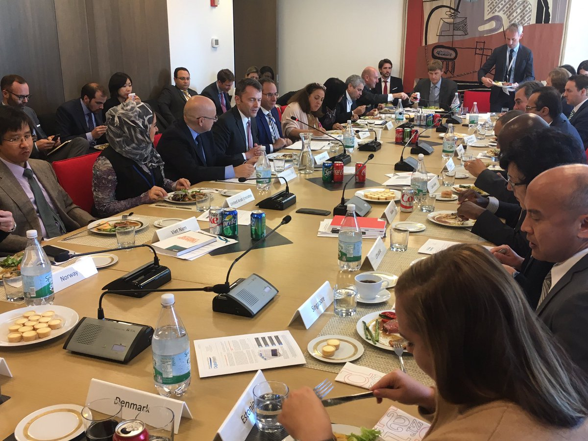 Today&#39;s briefing by @DiplomacyEdu at Swiss Mission: Multistakeholder approach is needed to tackle #DigitalGovernance issues <br>http://pic.twitter.com/6liCrJ5mXZ