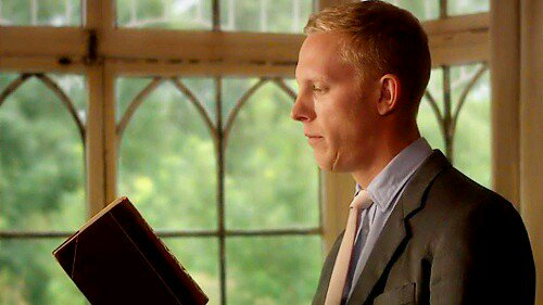 So I&#39;m thinkin, what&#39;s not to love about an #InspectorLewis binge, with the fine #Laurence Fox browsing a vintage copy of  #aTaleOfTwoCities<br>http://pic.twitter.com/wpnQpn1aX1