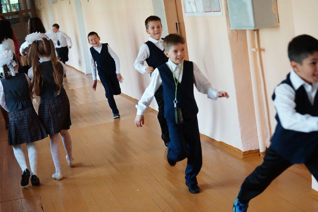 Картинки дети бегают по школе