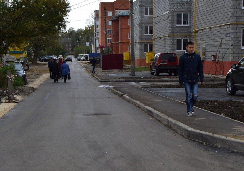 На улице Пионеров завершены работы по укладке асфальта