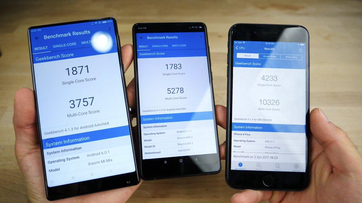L'un de ces téléphones n'est pas un flagship Android. https://t.co/1KqFhq9GVt