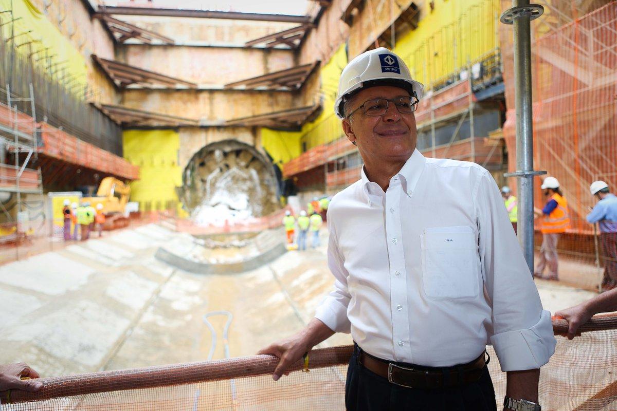 Internautas sugerem que Alckmin contrate ladrões que construíram túnel para ajudar no metrô  https://t.co/rGgDP4UESo
