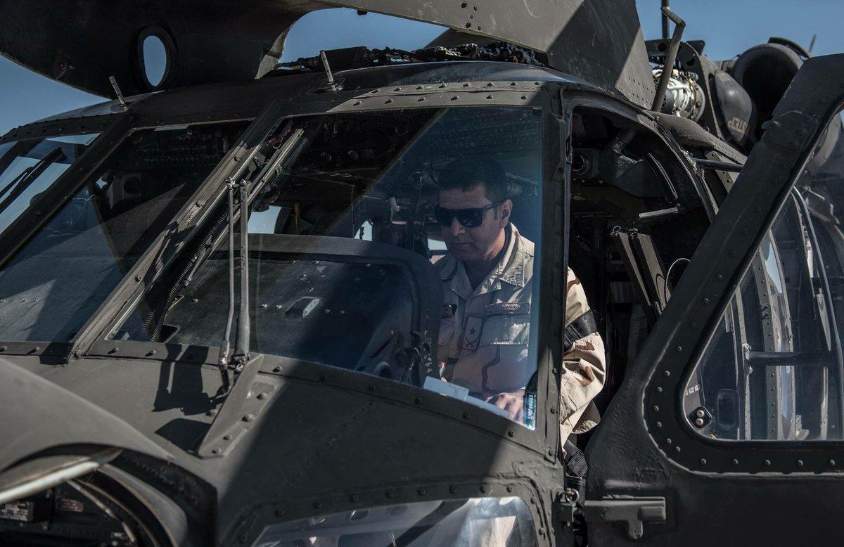 القوات الأفغانية تتسلم 4 مروحيات بلاك هوك من واشنطن DLOU6ysXcAAVN6N