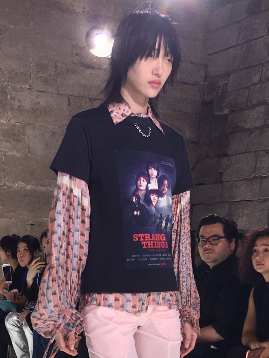 'Stranger Things' T-shirt on @LouisVuitton runway! #pfw https://t.co/76A24WVjjp