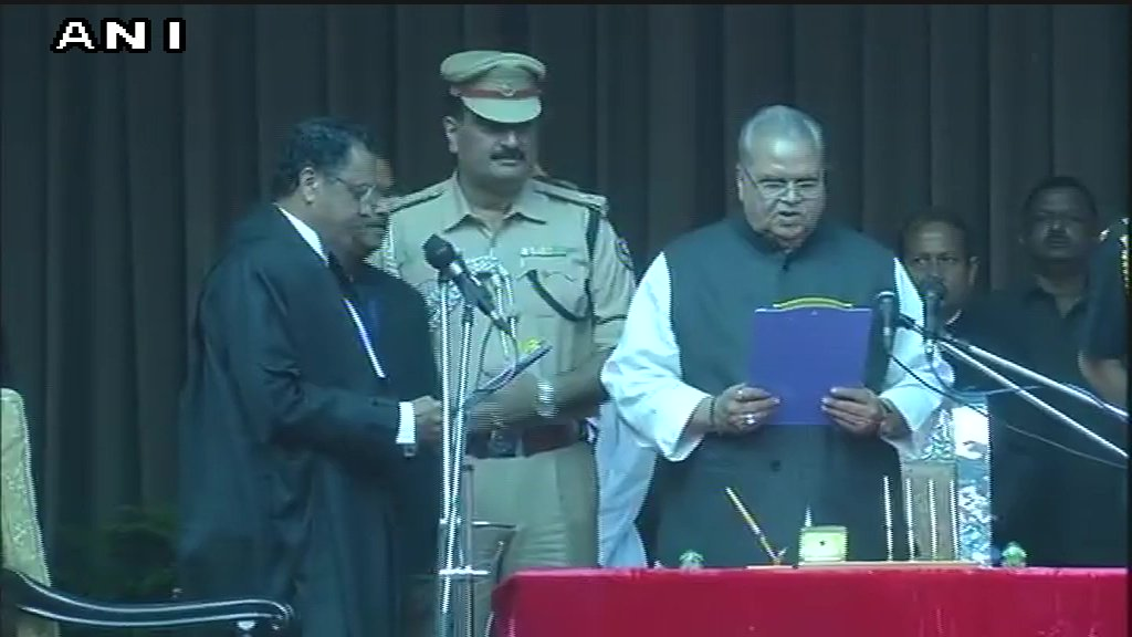 #BREAKING -- Satpal Malik takes oath as new Governor of Bihar  (Images: ANI)