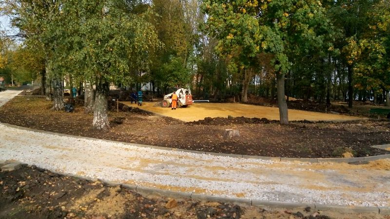 В сквере имени Героя Советского Союза Дмитрия Медведева продолжаются работы
