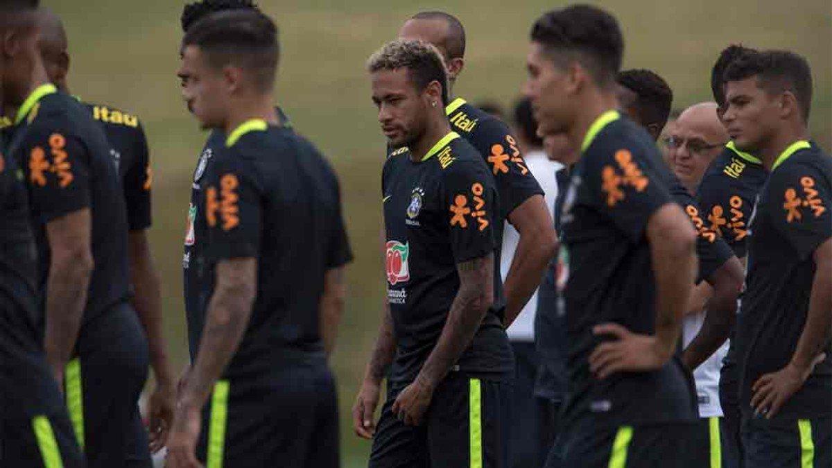 #Brasil   Paulinho lesiona a Neymar https://t.co/CGu3qoohB8