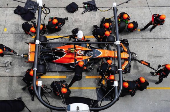 Pit stop precision from the Mclaren-Honda team at this weekend&#39;s Malaysian GP! #MalaysianGP #HondaF1 #Sepang<br>http://pic.twitter.com/rayWEdfSAT