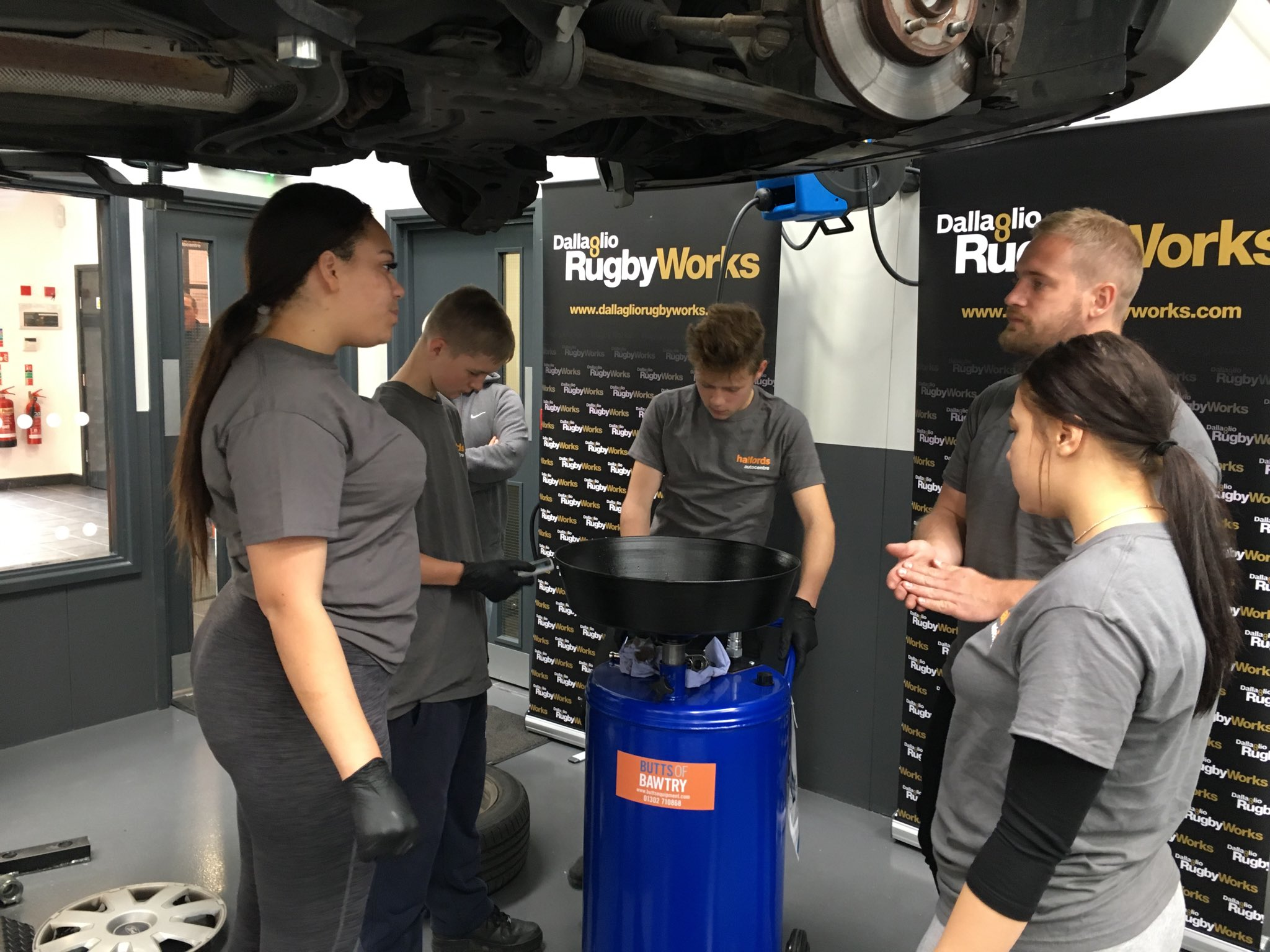 Our young people learning about mechanics with @Halfords_uk at their new #Redhill branch #skills https://t.co/WGZHekHvEl