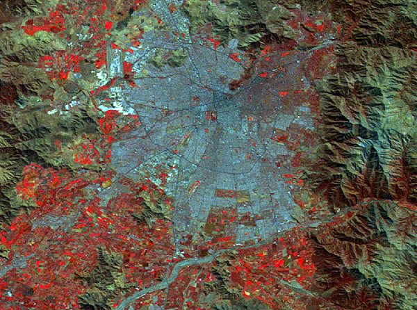 #ProbaV image of the week: #Santiago Chile. The capital of Chile amidst the surrounding mountains.  See:  http:// bit.ly/2koSN06  &nbsp;  <br>http://pic.twitter.com/QRJPH0rmxe