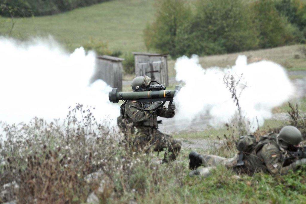 القوات الخاصة الألمانية تتسلم قاذف الإستخدام الشامل RGW-90 DLShz8aVwAI64DV