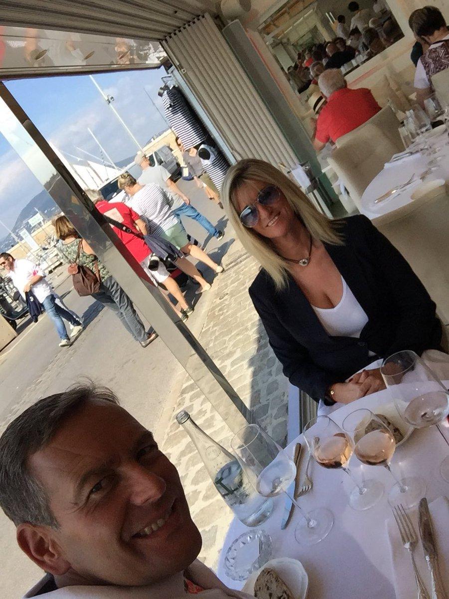 Bon appetit #lescale #port #Sainttropez #sun #repas #@StTropezAddict @SSlabbaert @GolfeStTropez #bonheur #voilesdesainttropez<br>http://pic.twitter.com/cOCB1zrx2Y