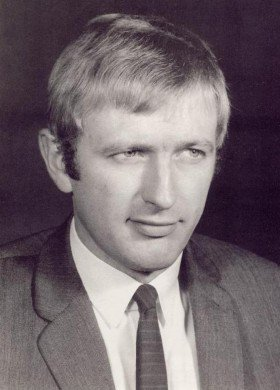 28 years ago today, we loss #MontyPython&#39;s #GrahamChapman. #28YearsWithoutGrahamChapman #CancerSucks #October4th1989 <br>http://pic.twitter.com/aKaIWqf4JZ
