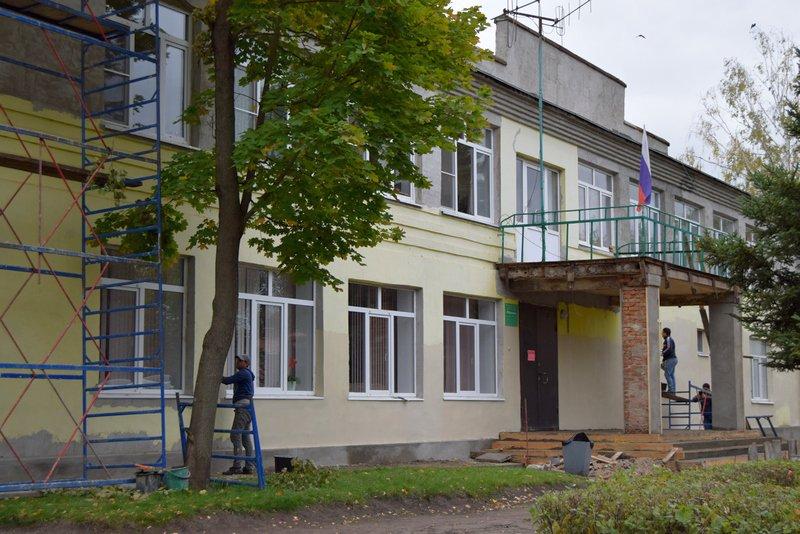 """Продолжается ремонт фасада здания ГДК """"Ровесник"""""""