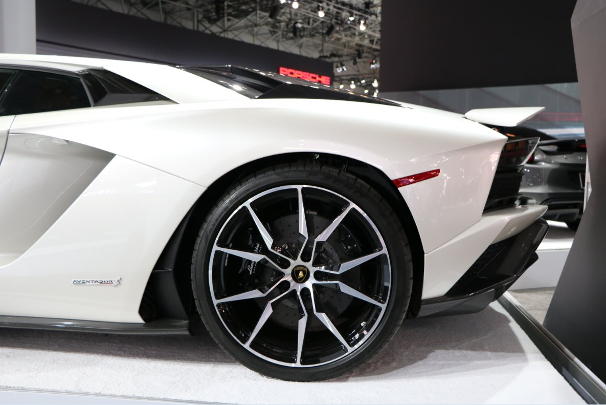 This is how we roll into #October.  #WheelWednesday #Lamborghini #Cars @Lamborghini https://t.co/dK0JdHYh54