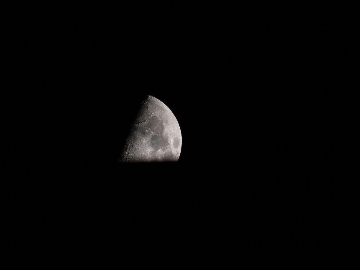 Hoy en ... nos lleva hasta zaragoza🇪🇸 a ver un quesito de luna en ...