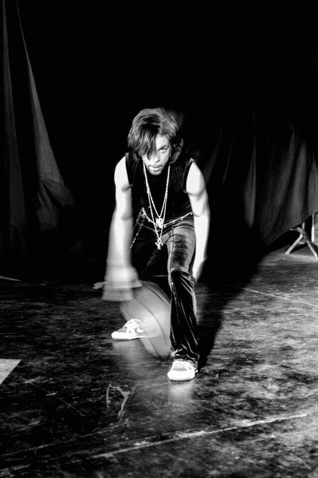 Wow this photo of Prince playing basketball is great — https://t.co/dcrWDFxy6C