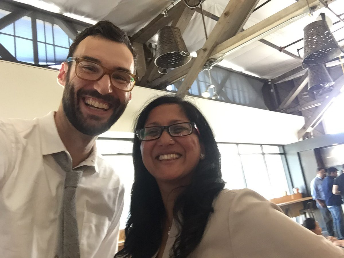 Talking #smartcontracts and taking selfies w/ @jakek, longest #selfie arm in the world he said, #nbd @ideocolab https://t.co/jACdDLd7CZ