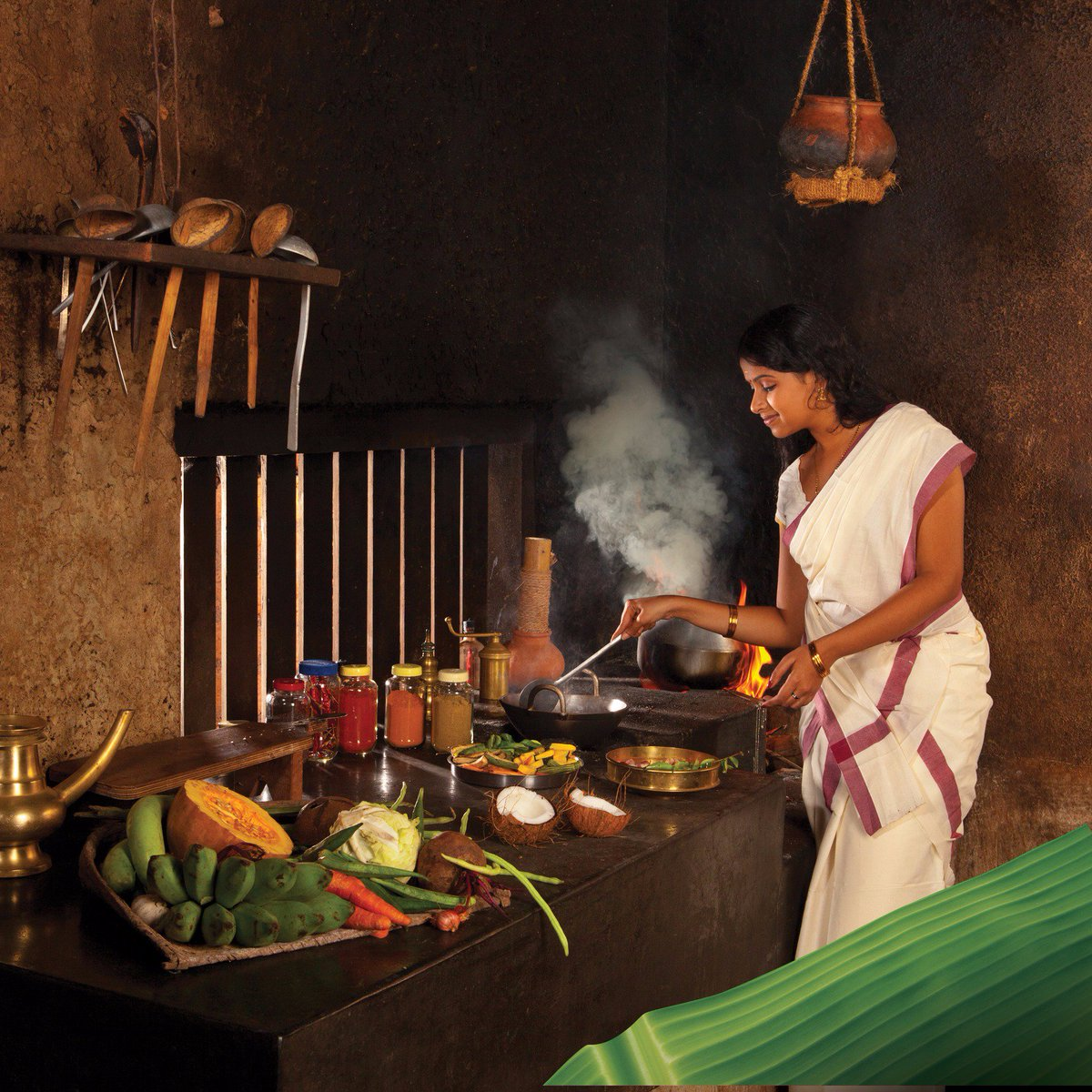 Kerala Tourism On Twitter Coconut Shell Ladles Earthen Pots Banana Leaves That Replace Plates Don T You Just Love This Traditional Kerala Kitchen Https T Co Zg5el05qi7