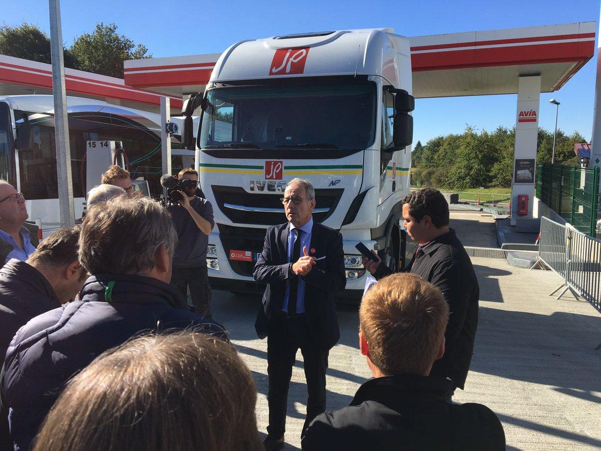 Avia et Primagaz inaugurent la toute première station de ravitaillement en GNV sur le réseau autoroutier français. dans - - - NEWS INDUSTRIE DLYTSF-XUAENd9Y