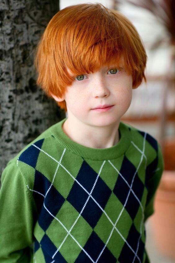綺麗な赤毛髪にエメラルドグリーンの瞳の超絶美少年が話題に!!