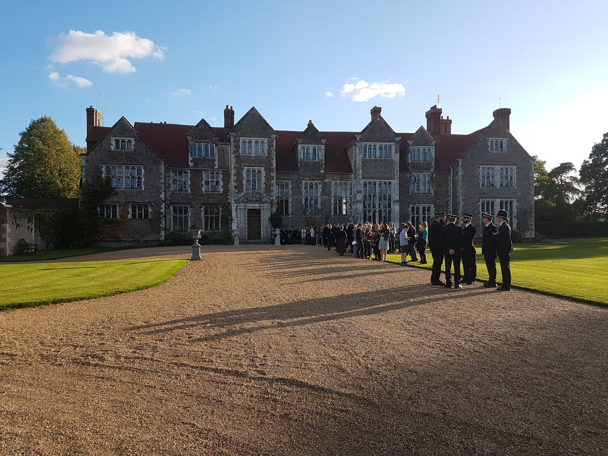RT @ACCNevKemp Marching band, smart new @SurreyPolice officers completed initial training & beautiful @LoseleyPark surroundings for Passing Out Parade