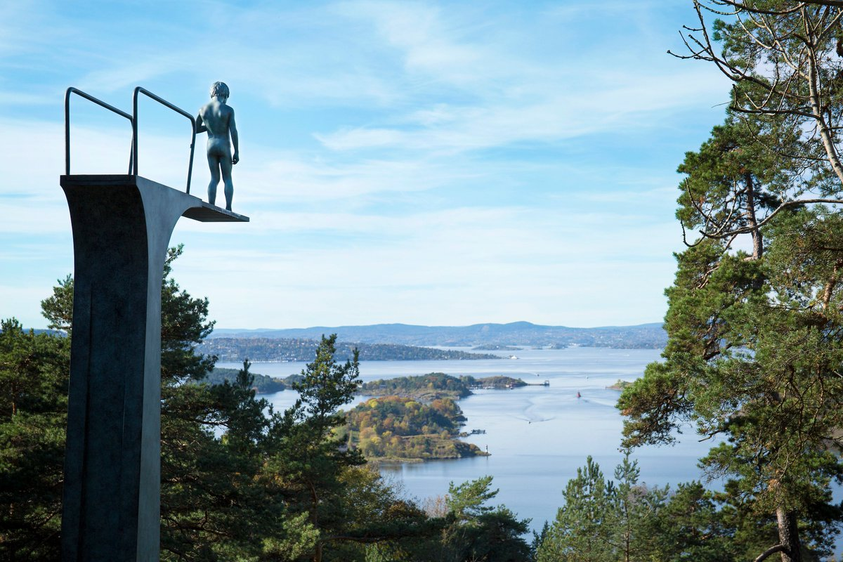 Ekebergparken is always open, and free to visit. International art with top notch viewpoints #oslove #art #LouiseBourgeois #ElmgreenAndDragset #TonyOursler <br>http://pic.twitter.com/F8KHnUxHDi