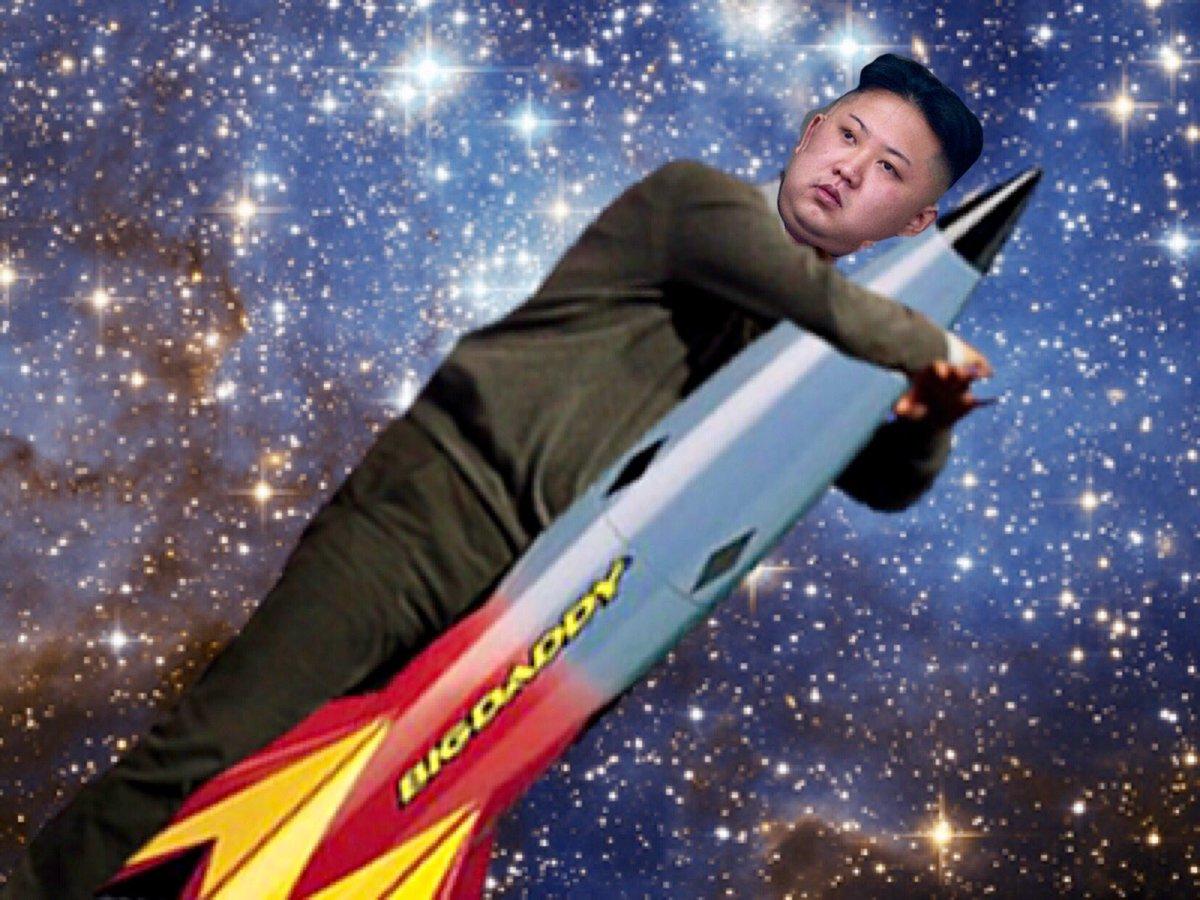 тут фото человек выходит из ракеты поверхности десны