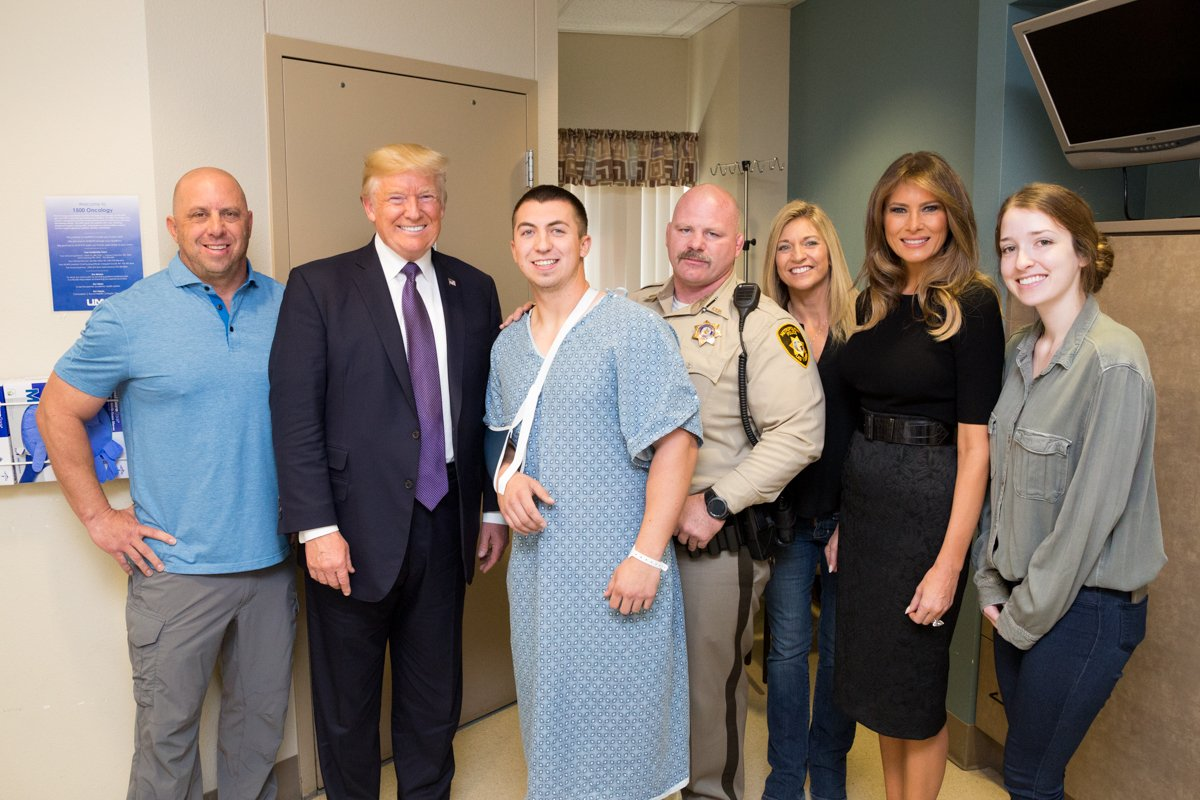 President Trump meets with the brave heroes of Las Vegas: https://t.co/NVxvqd7RDS https://t.co/FNKiBF0fvL