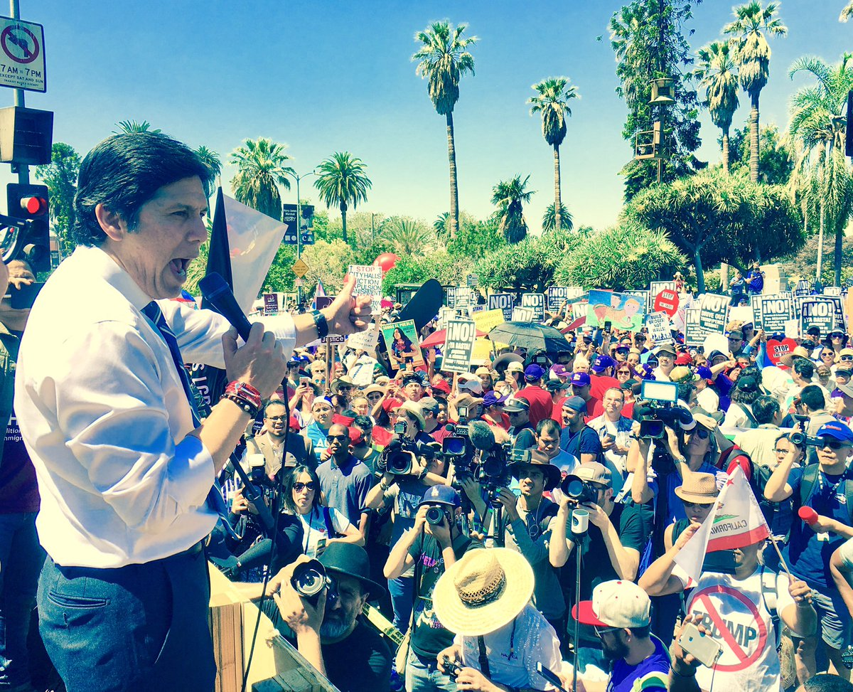 VICTORY!! CA Enacts landmark legislation #SB54 to Protect Immigrants from Deportations. #CAValues #ICEoutofCA https://t.co/PR7ki5Mc6v