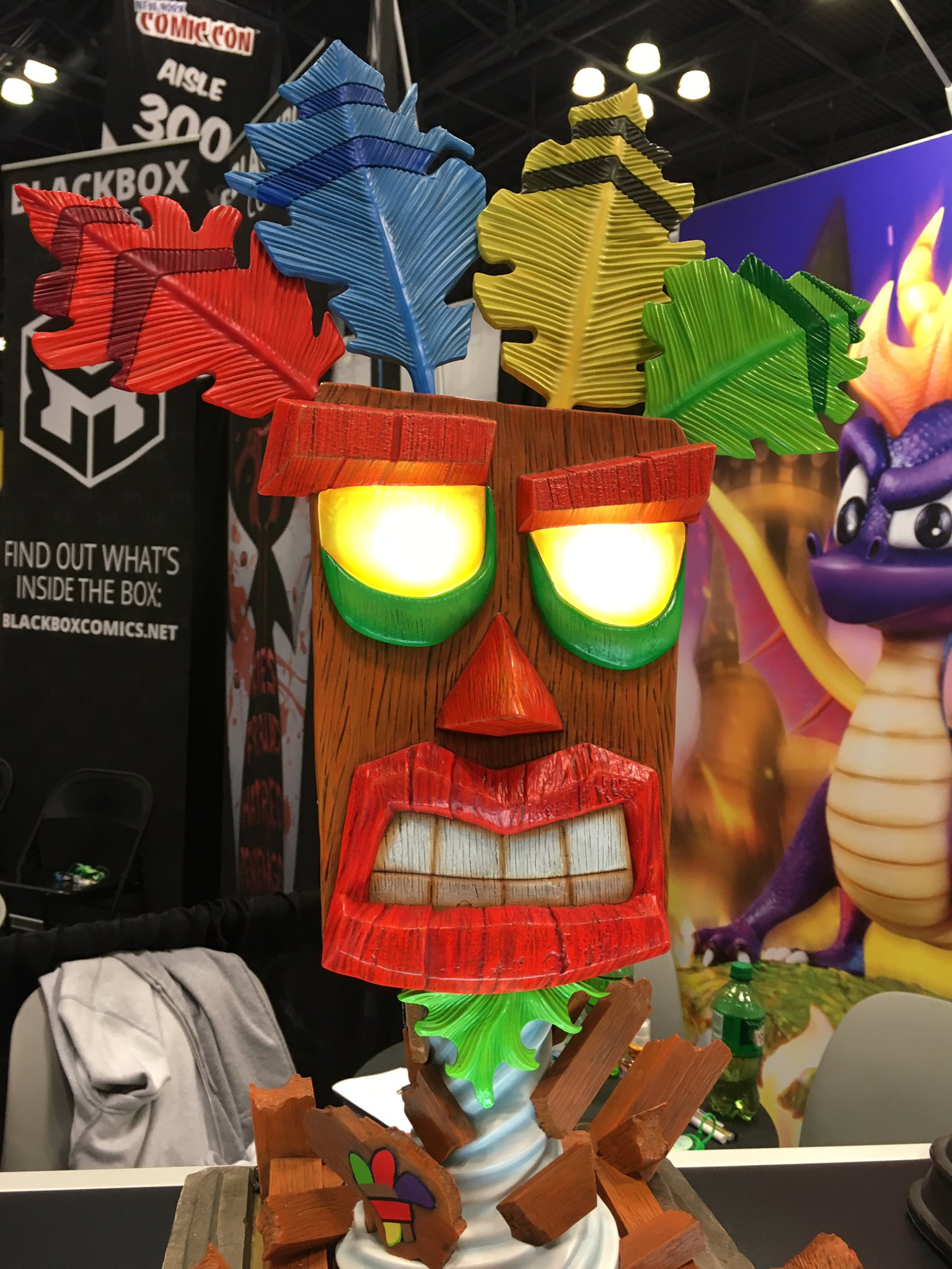 .@First4Figures is doing an AMAZING Aku Aku mask statue and I fear how much money I'd spend on this. #NYCC https://t.co/zvwQbKOia3
