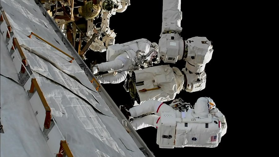 Two spacewalkers worked 6 hours, 55 minutes to replace Latching End Effector on station's robotic arm,  Canadarm2.  https://t.co/xDjZwScsAC