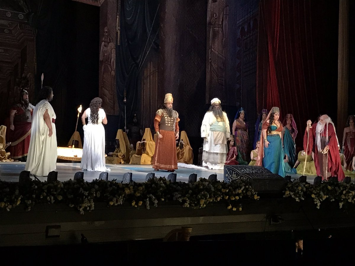 Nabucco @PlacidoDomingo wears the crown!!!  And everybody listens.  @LAOpera https://t.co/GLim944OPu