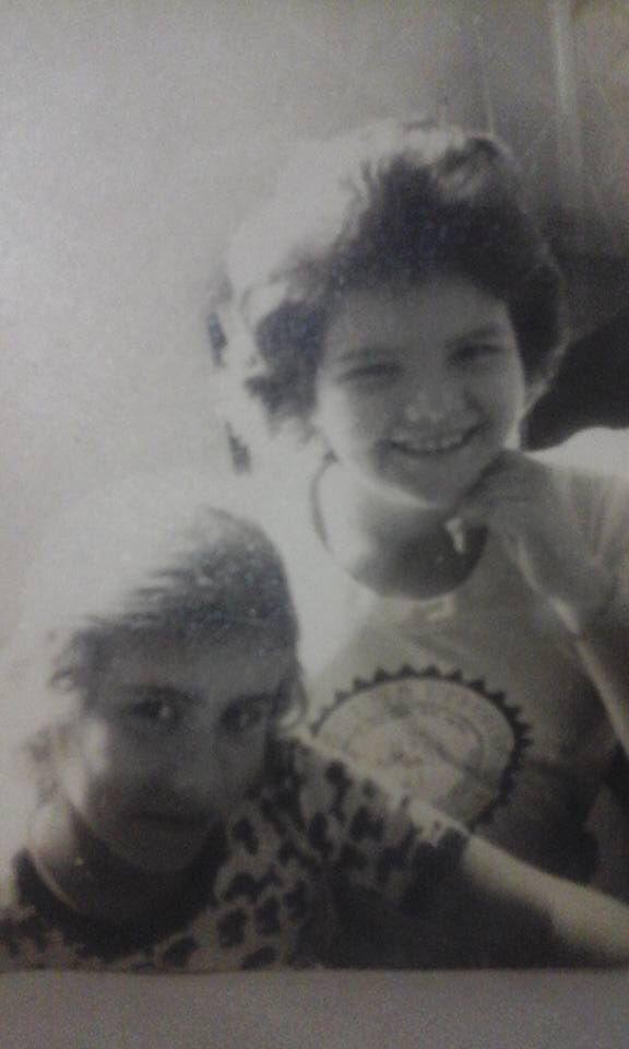 #tbt dos anos 70 com ninha irmã Gisele! ❤️
