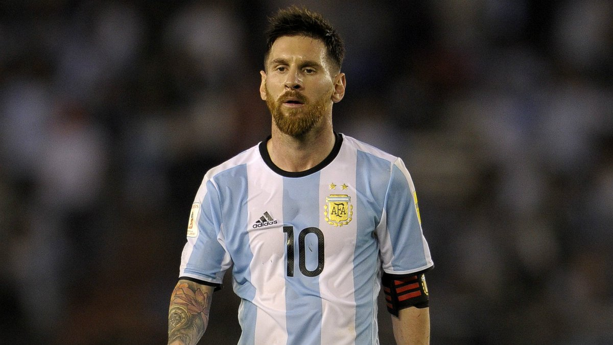 Pra vocês, Messi pipoca com a camisa da seleção argentina?   RT = Sim Curtir = Não  #EliminatoriasNoSporTV