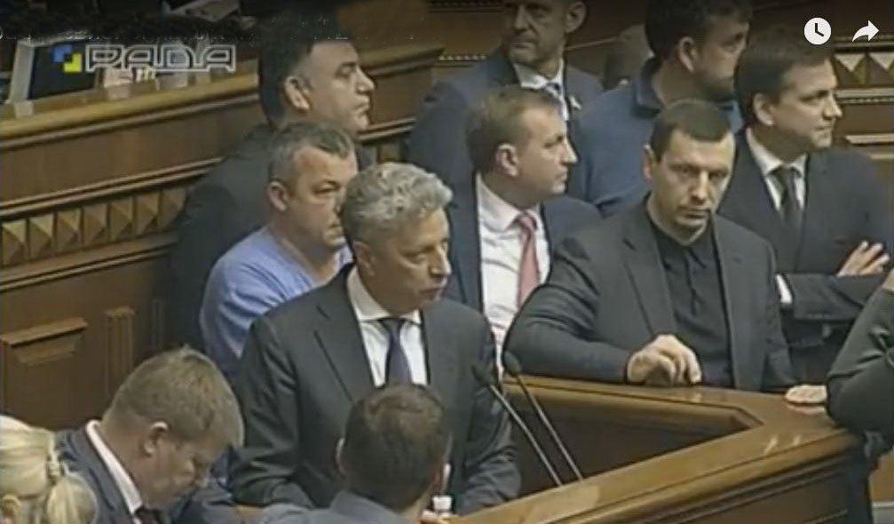 Рада не поддержала отмену пенсионной и судебной реформ: Парубий досрочно закрыл заседание из-за задымления - Цензор.НЕТ 7906
