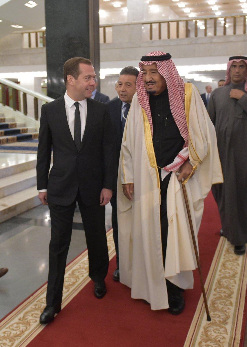 Meeting with Custodian of the Two Holy Mosques King Salman bin Abdulaziz Al Saud of Saudi Arabia https://t.co/xqQ3g3uIGr