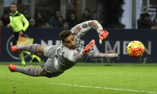 Donnarumma entra na mira do Paris Saint-Germain, diz jornal https://t.co/eK7vcBL5Lm