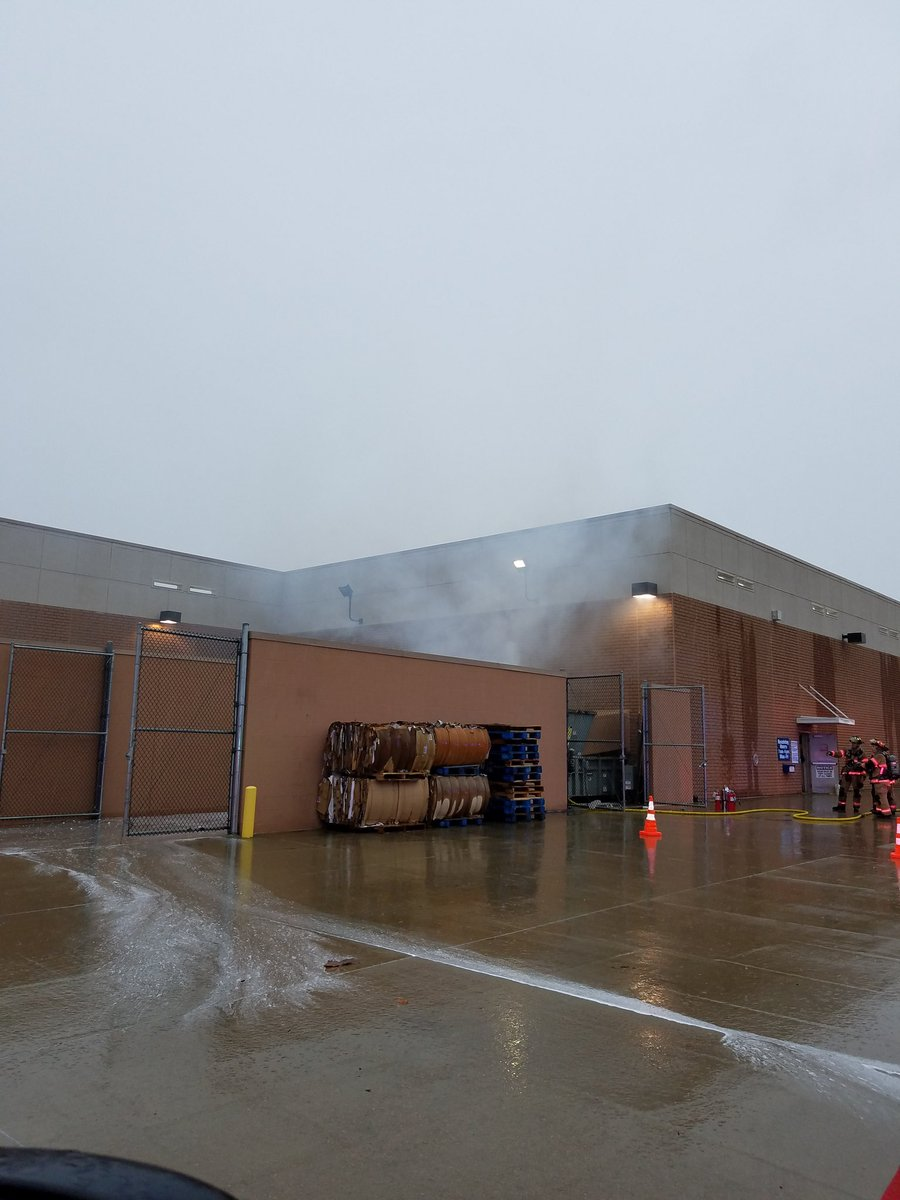 Sioux Falls Fire On Twitter Small Trash At Lowes No One Hurt Smoke In Building And Is Open Extinguishing This Time