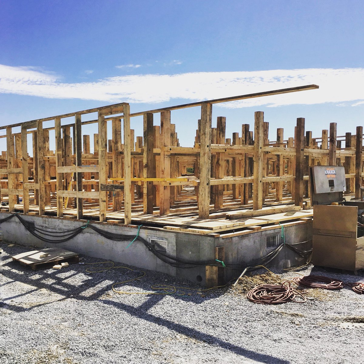 Pretty sure this was just a pile of wood a few days ago... #progress #fastwork #rickhouse #contruction #expansion #lightattheendofthetunnel<br>http://pic.twitter.com/XaI9FcMRPY