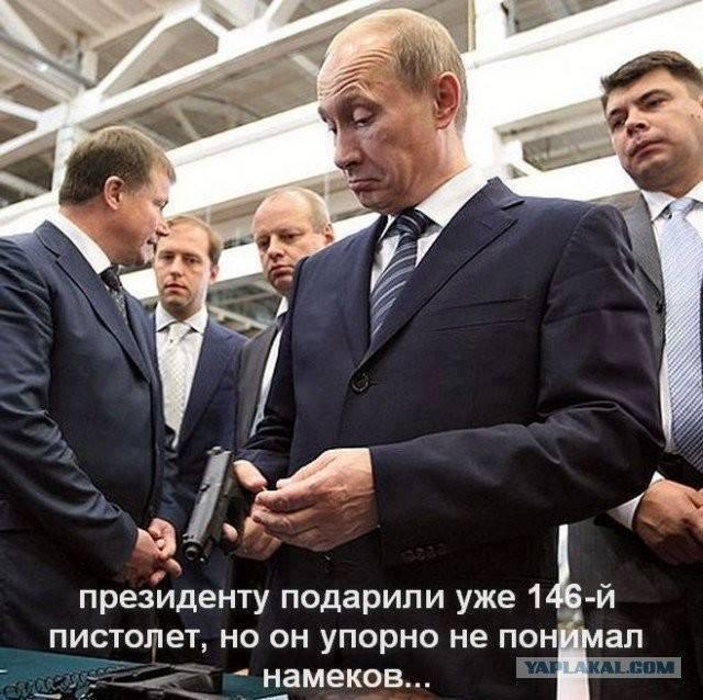 """""""Лет подольше, чтобы он мог полностью заплатить за то, что сделал"""": москвичи поздравляют Путина с юбилеем - Цензор.НЕТ 9832"""